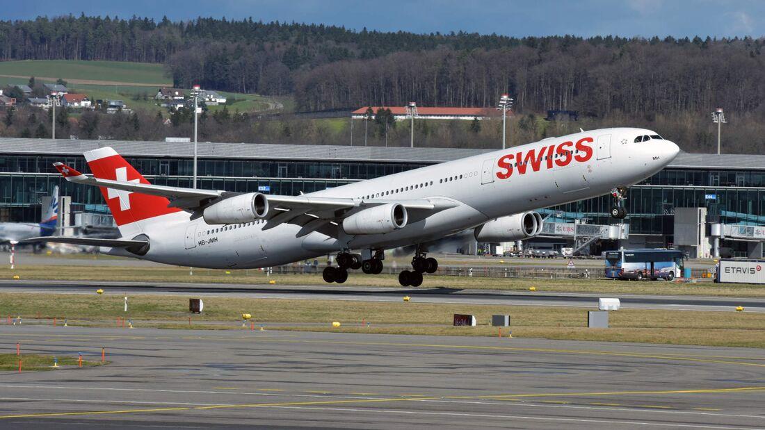 A340-300 der Swiss beim Start in Zürich.
