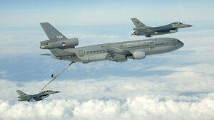 Air to air refueling van F16 door de KDC-10 van RNLAF