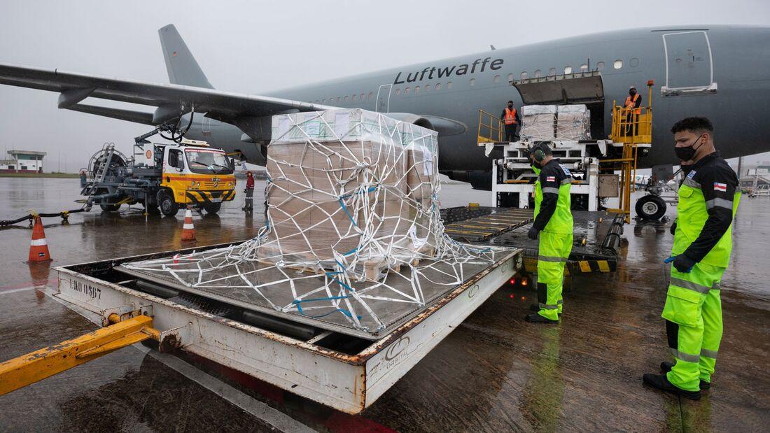 Airbus A310 der Luftwaffe in Manaus zur LIeferung von Beatmungsgeräten.