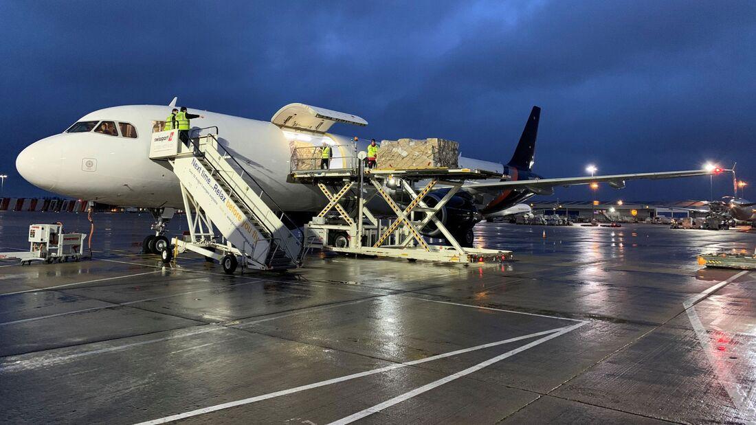 Airbus A321P2F im Einsatz bei Titan Airways.