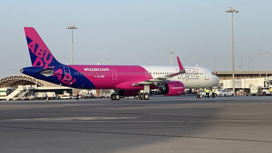 Airbus A321neo von Wizz Air Abu Dhabi.