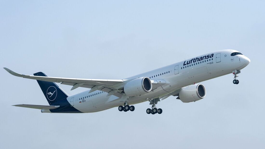 Airbus A350-900 der Lufthansa beim Start.