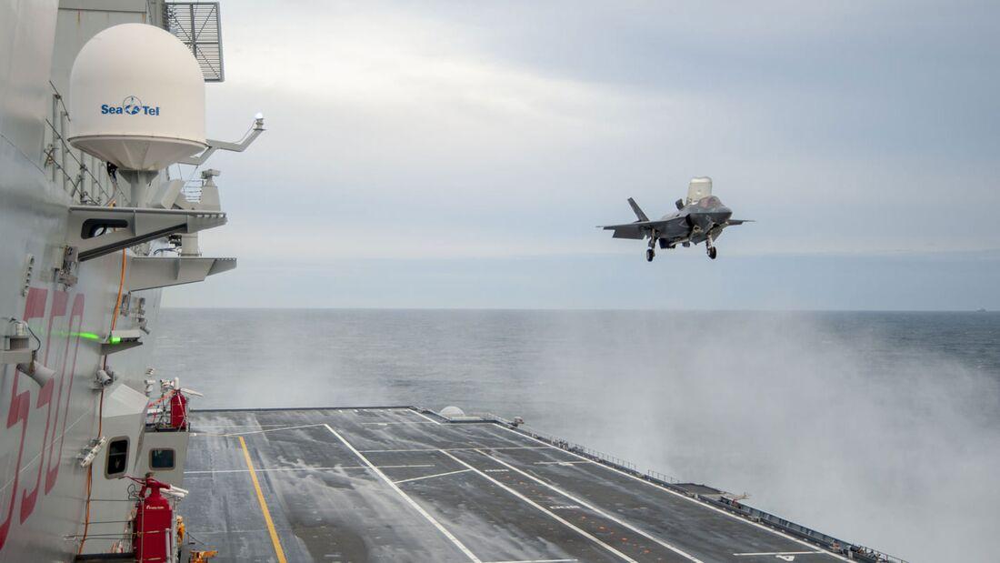 """Am 28. Februar 2021 begann die """"Cavour"""" eine Fahrt vor der US-Ostküste, um den Betrieb des Kampfjets F-35B Lightning II zu erproben."""