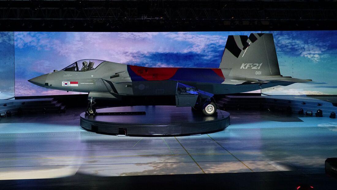 Am 9. April 2021 präsentierte KAI in Sacheon den ersten Prototyp des KF-21.