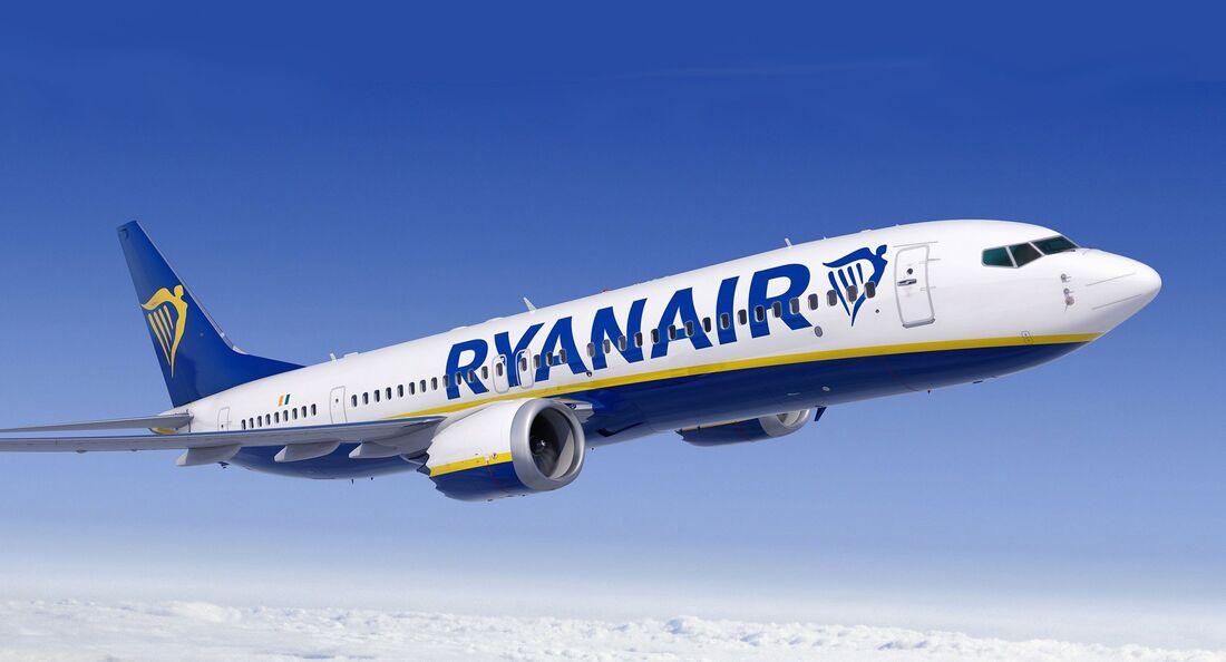 Boeing 737 MAX 8 von Ryanair mit erhöhter Passagierkapazität.