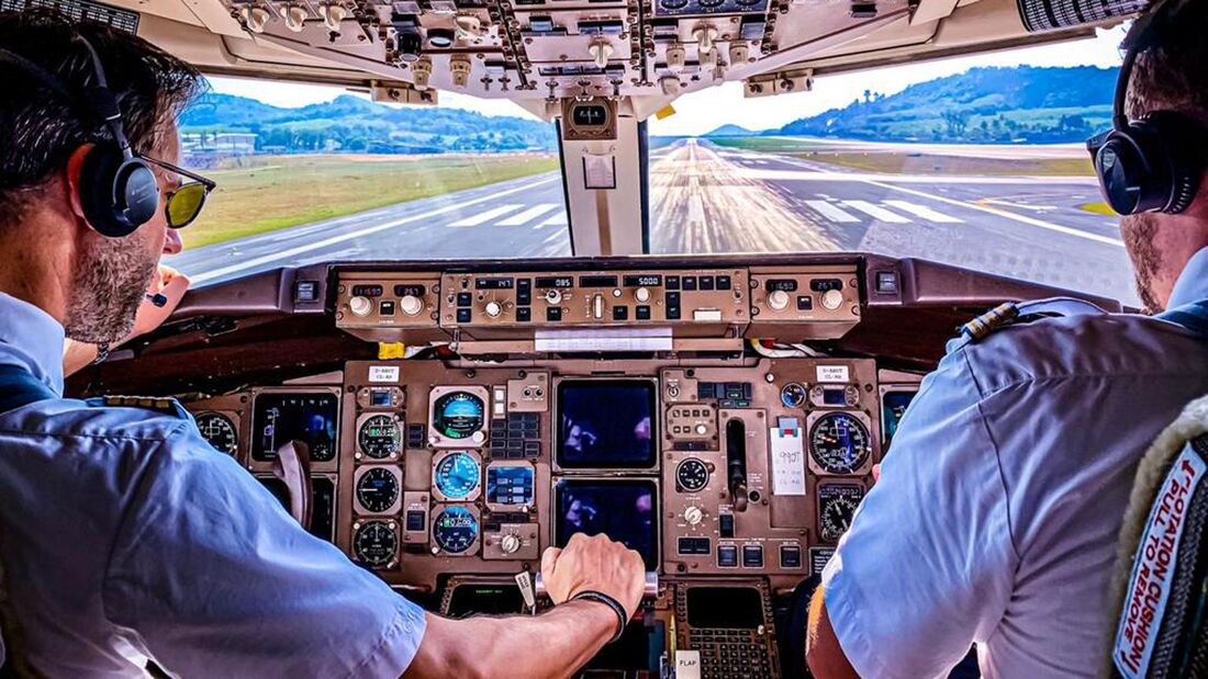 Boeing 767-300 der Condor beim Start von Phuket nach Christchurch.