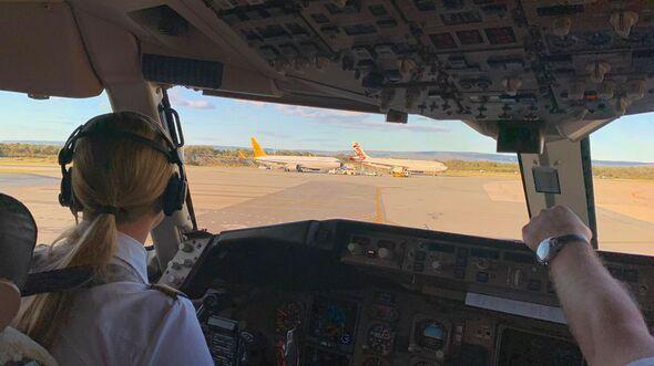 Boeing 767-300 von Condor in Perth für die Kreuzfahrtschiff-Rückholaktion am 29. März 2020.