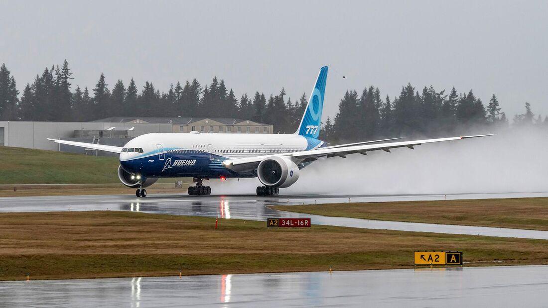 Boeing 777-9 bei Rollversuchen in Everett kurz vor dem Erstflug.
