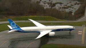 Boeing 777-9 wartet am Freitag an der Bahn in Everett auf den Erstflug, der dann wegen ungünstigen Windes doch nicht stattfindet