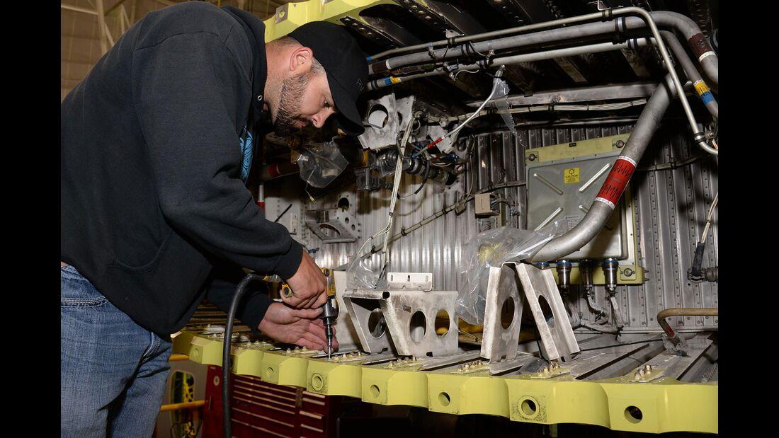 """C-130 Hercules ohne neues Flügelmittelstück können Probleme mit dem """"Rainbow Fitting"""" haben"""