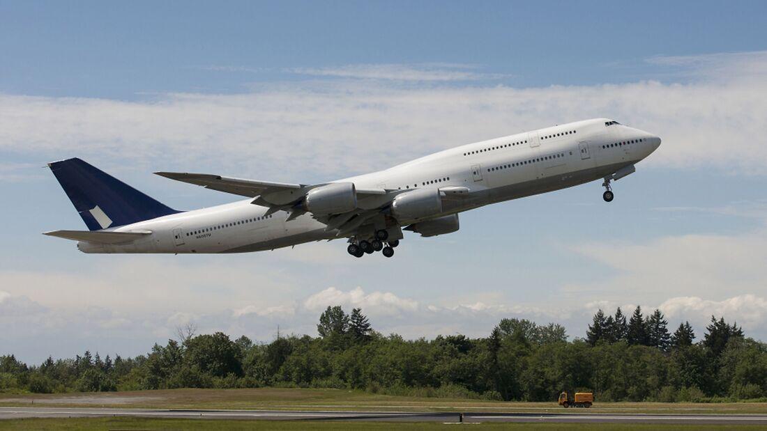 DLH LN 1435747-8i Takeoff
