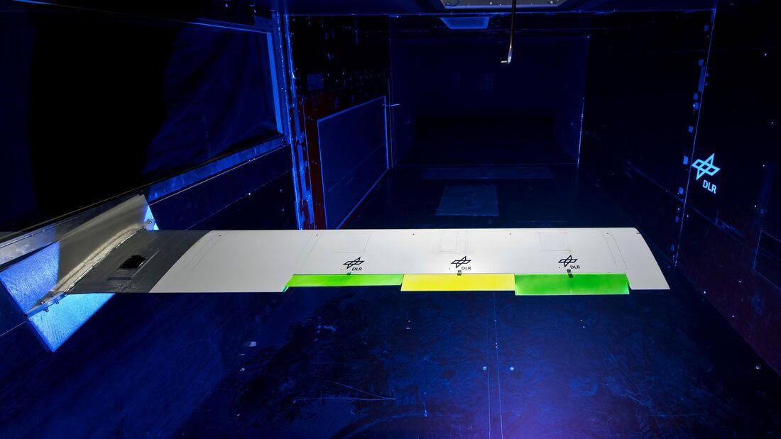 DLR testet intelligente Flügelklappen im Windkanal.