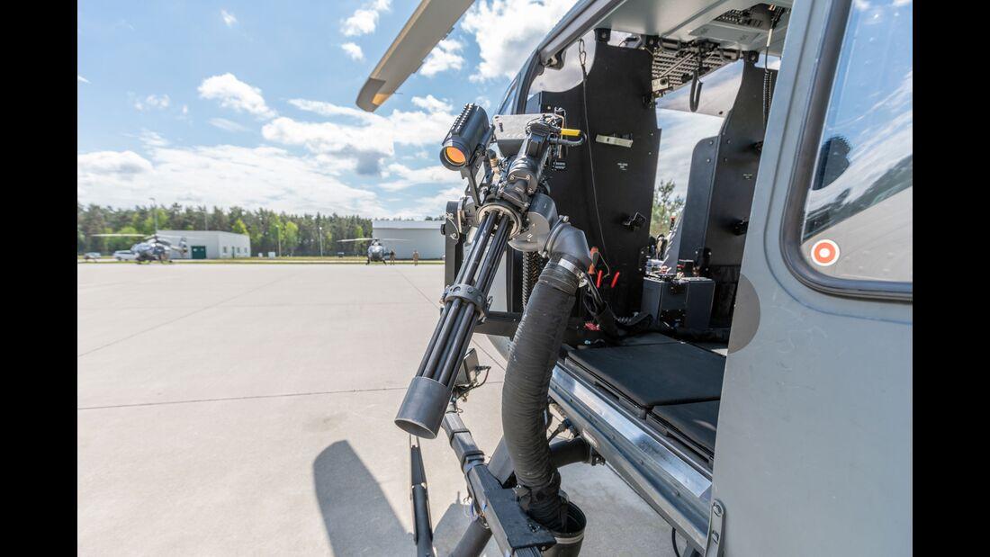 Das HTG 64 testet das neue Minigun für die H145M in der Oberlausitz.