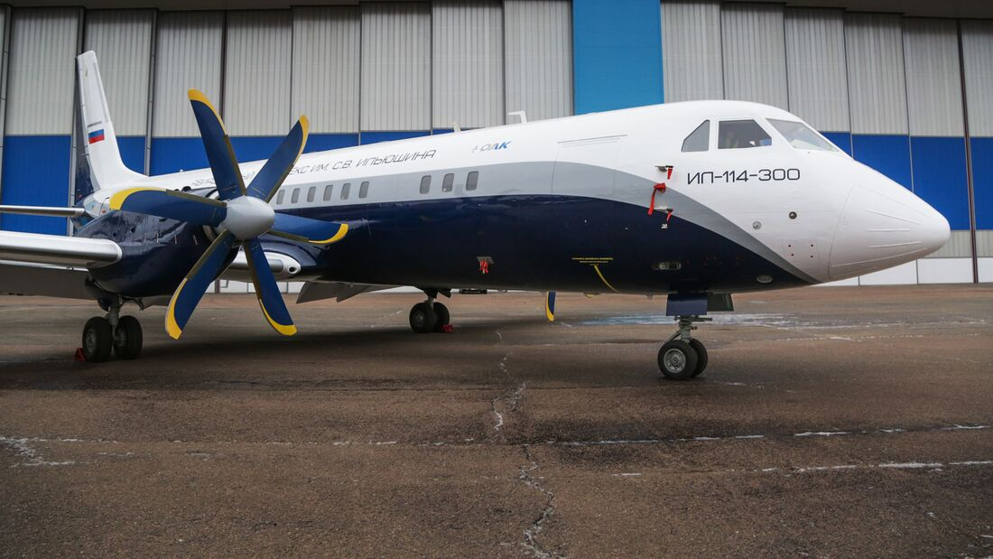 Der erste Prototyp der Iljuschin Il-114-300 nach der Lackierung Ende Dezember 2019.