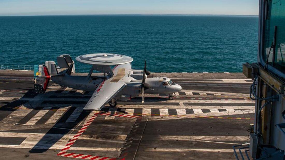 """Der französische Flugzeugträger """"Charles de Gaulle"""" übte im März 2020 in der Nordsee."""