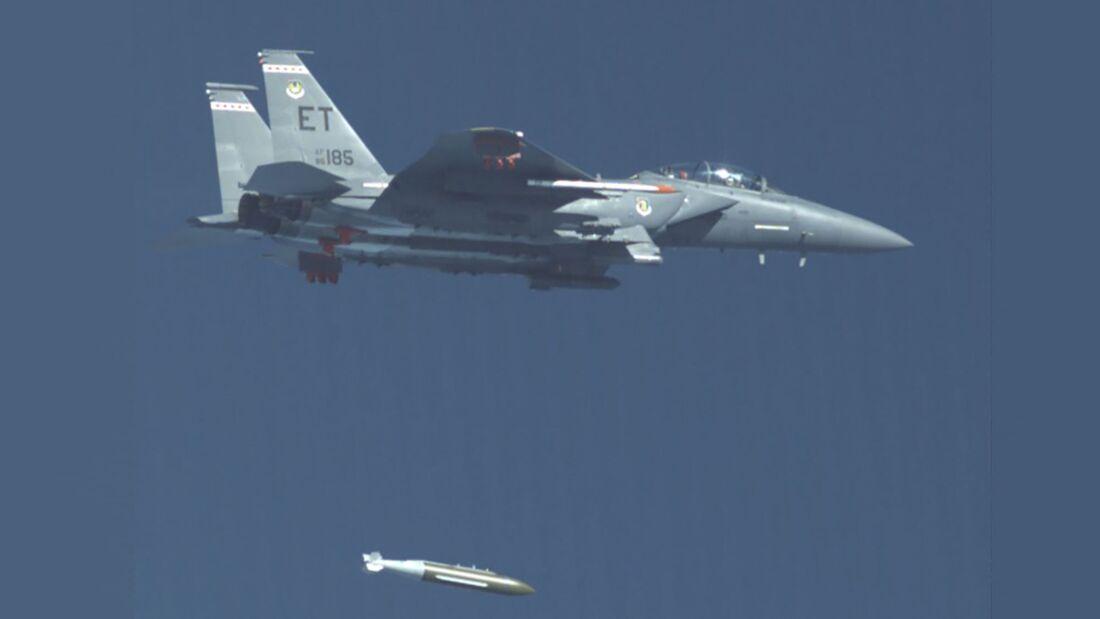 Der neu Bunkerbrecher GBU-72 wurde mit der F-15E in Eglin getestet.