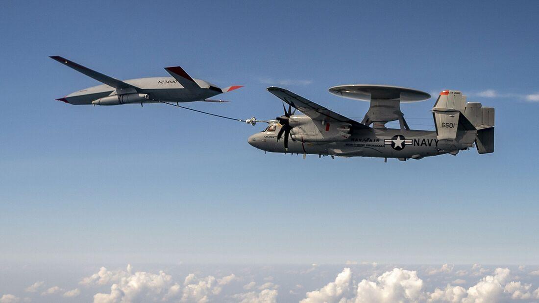 Der unbemannte Boeing-Tanker MQ-25 hat nun auch eine E-2D Hawkeye betankt.