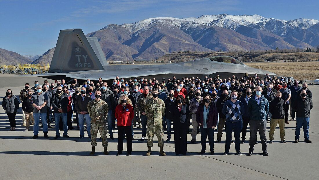 Die F-22 Raptor der USAF durchliefen auf der Hill AFB ein Programm, das die Lebensdauer um 8000 Flugstunden erhöht hat.