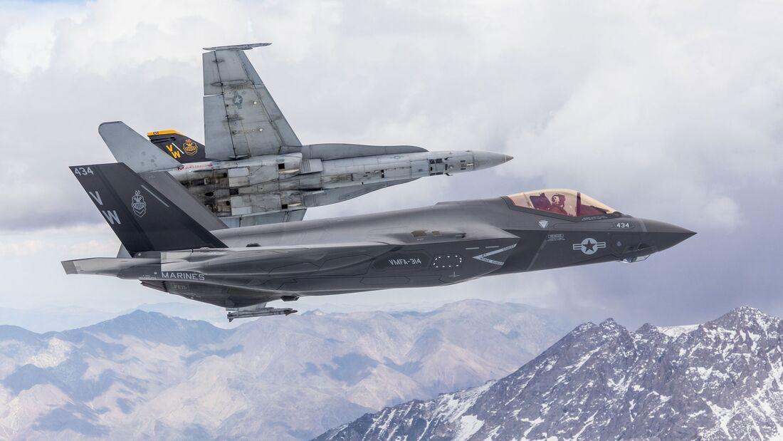 Die Marine Fighter Attack Squadron 314 hat von der F/A-18 Hornet auf die Lockheed Martin F-35C Lightning II umgerüstet.