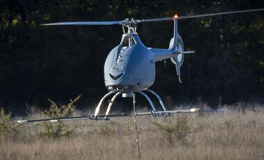 Die Marinedrohne VSR700 von Airbus Helicopters absolvierte am 8. November 2019 ihre ersten gefesselten Schwebeflüge.