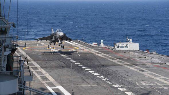 Die Navy-Version des indischen Kampfflugzeugs LCA landet am 11. Januar 2020 erstmals auf einem Flugzeugträger.
