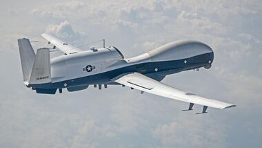 Die Northrop Grumman MQ-4C Triton der US Navy testet neue Systeme.