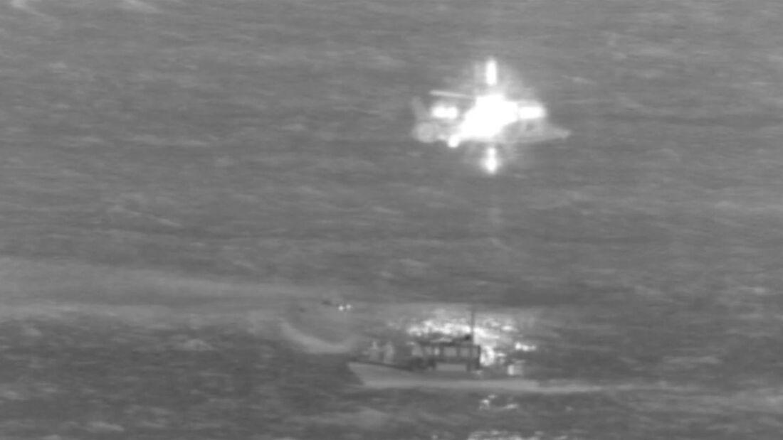 Die Piloten des 737-200-Frachters von Transair wurden vor Oahu von der US Coast Guard gerettet.