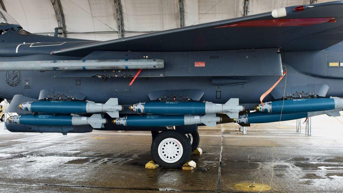 Die USAF hat die Mitnahme von 15 statt neuen JDAMs an der F-15E Strike Eagle getestet.