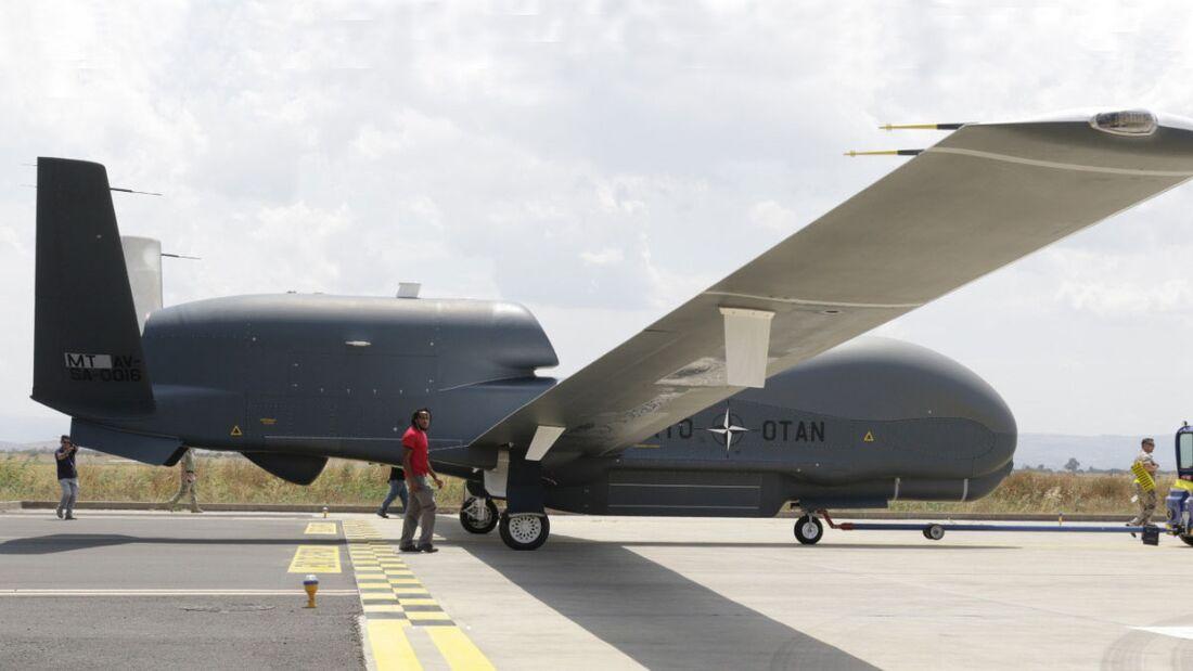 Die dritte Northrop Grumman RQ-4D Phoenix für die NATO traf am 15. Juli 2020 in Sigonella ein.