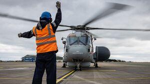 """Die erste """"Crowsnest""""-Version des Merlin-Hubschraubers wurde im März 2021 an die Royal Navy übergeben."""