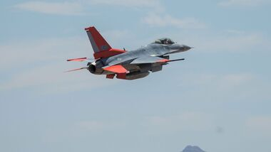 Die erste auf der Davis-Monthan umgerüstete QF-16 beim Start.