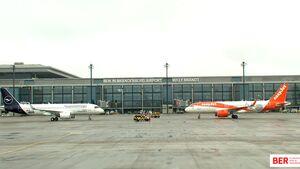 Die ersten Flugzeuge am BER am 31. Oktober 2020.