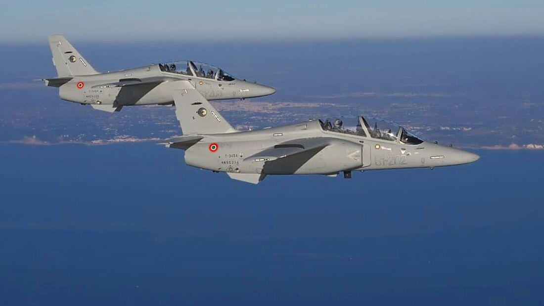 Die ersten beiden Leonardo T-345A trafen am 22. Dezember 2020 in Lecce-Galatina ein.
