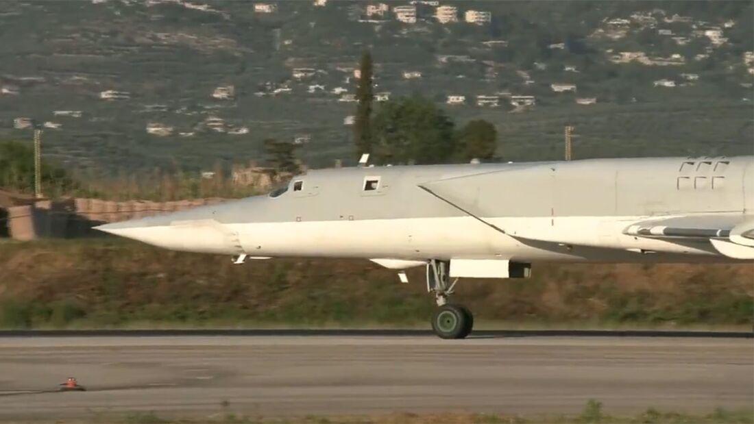 Drei Tu-22M3 der russischen Luft-und Weltraumkräfte war Ende Mai 2021 für Übungsflüge in Syrien.