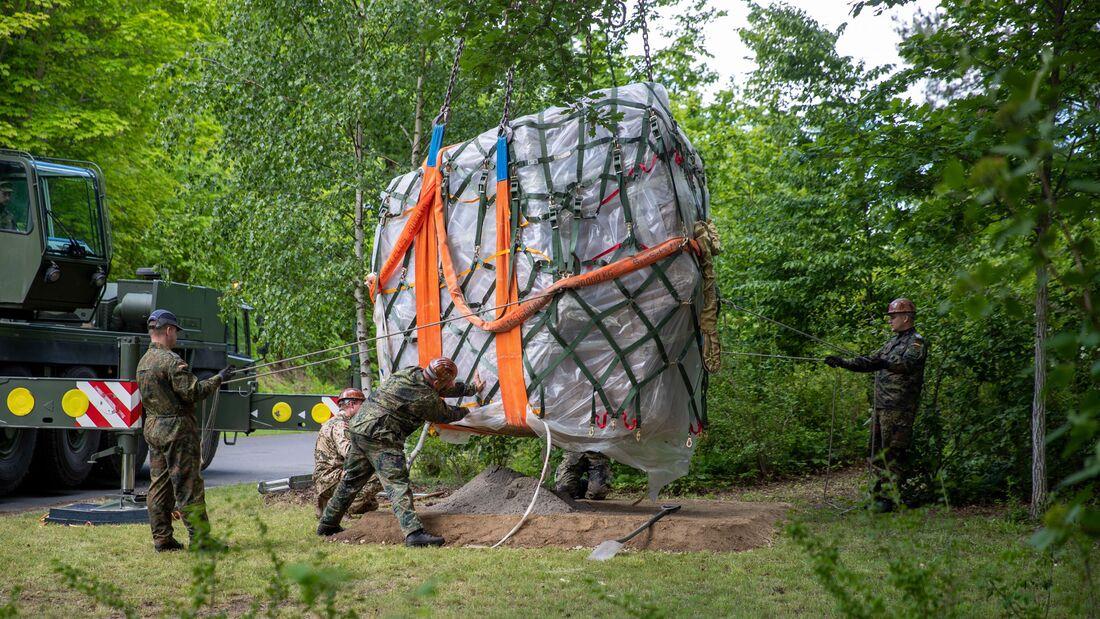 Ein 27 Tonnen schwerer Gedenkstein der Bundeswehr wurde per Antonow An-124 von Masar-i-Scharif nach Leipzig geflogen.