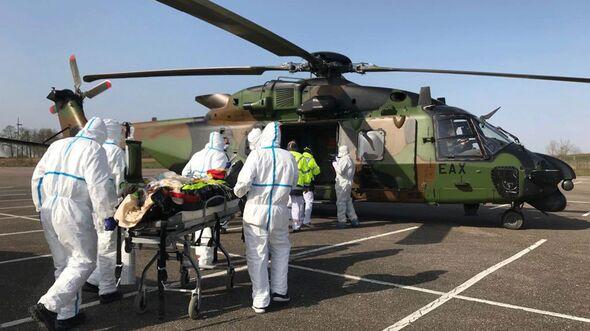 Ein Caiman der Armée der Terre flog am 28. März zwei Corona-Patienten von Metz nach Essen.