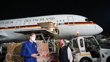Eine A350 der Flugbereitschaft bracht am 1. Mai Beatmungsgeräte nach Neu-Delhi.