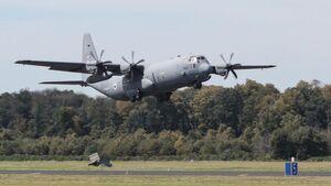 Eine C-130J Hercules brachte die ersten israelischen Teilnehmer der Übung Blue Wings nach Nörvenich.