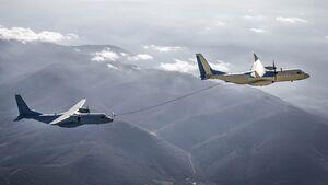 Eine C295 von Airbus betankt im Januar 2020 eine C295 der spanischen Luftstreitkräfte.