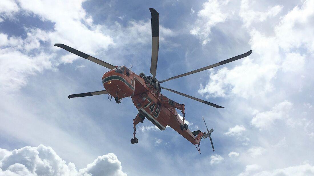 Erickson (Sikorsky) S-64 Air Crane mit neuen Rotorblättern aus Verbundwerkstoffen.