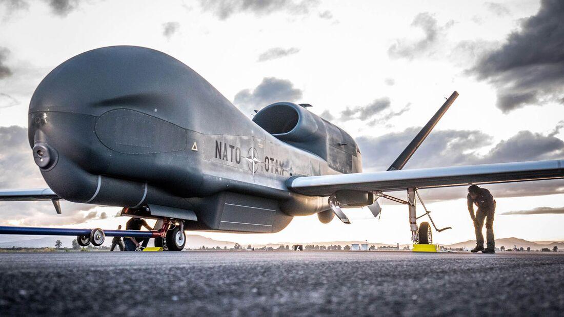 Erste Northrop Grumman RQ-4D der NATO landet in Sigonella