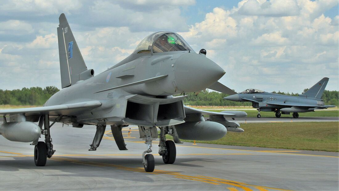 Eurofighter von Luftwaffe und Royal Air Force übten gemeinsam von Siauliai in Litauen aus.