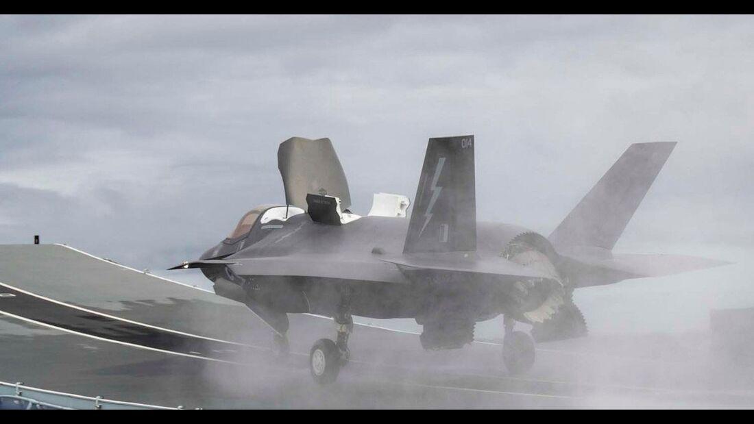 """F-35B Lightning II der RAF startet in Portsmouth von der HMS """"Queen Elizabeth"""""""