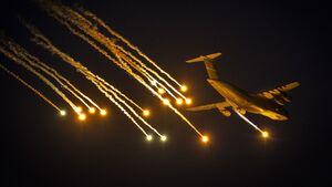 Flare-Tests mit der C-5M Super Galaxy auf der Eglin AFB.