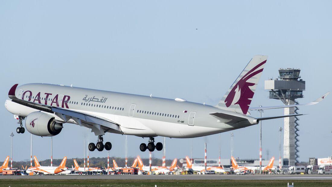 Flughafen Berlin Brandenburg BER; Inbetriebnahme der Südbahn am 04.11.2020; Qatar Airways landet am 04.11.2020 als erste Airline auf der eröffneten Südbahn des BER