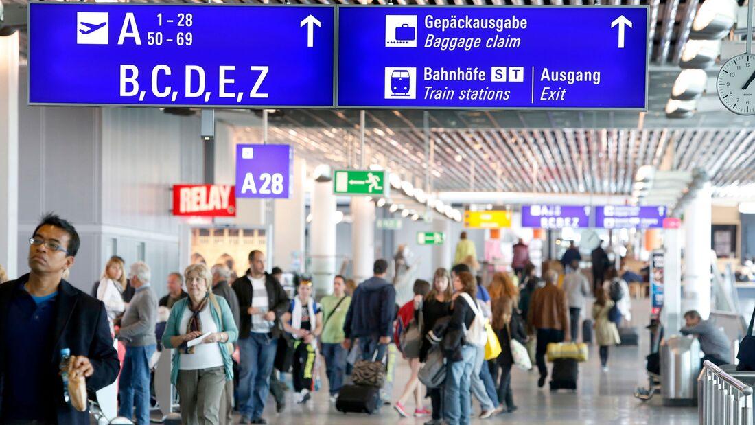 Flughafen Frankfurt: Passagiere.