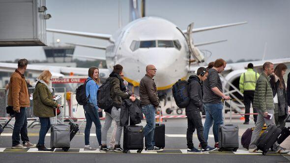 Flughafen - fliegen - Reisen - Flugreisen - Passagiere