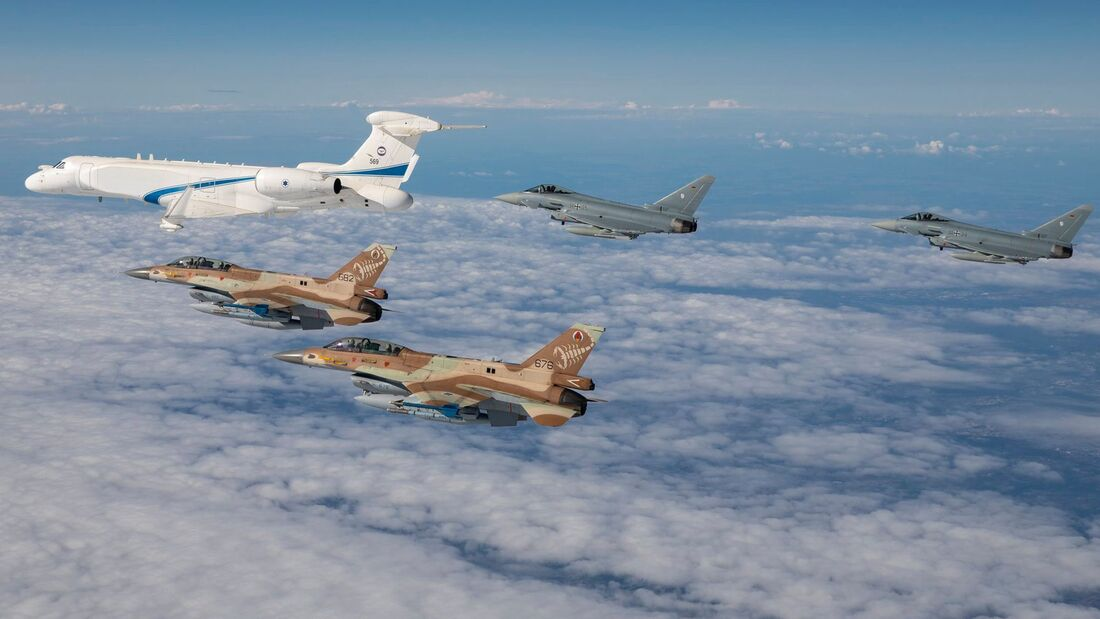 Formation von Luftwaffe und Israelischen Luftstreitkräften.