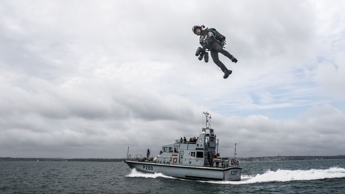 GRAVITY X TRIAL THEIR JET SUIT FROM ROYAL NAVY VESSEL
