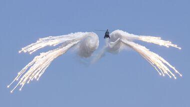 H145M der Luftwaffe bei Flares-Tests.
